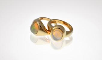 anelli in oro giallo con opale australiano
