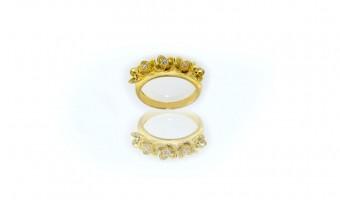 anello fiorellini in oro giallo con brillanti