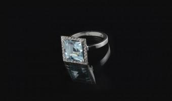 anello oro bianco con acquamarina